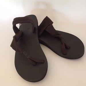 Sanyo yoga Sandals sz 9